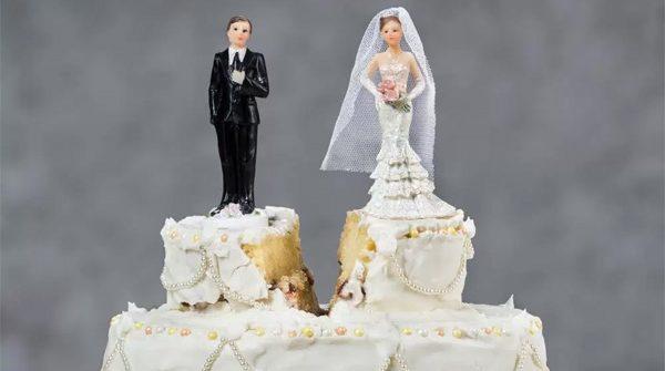 Nenhum casamento dura se você já entrar nele com o pé pra fora.