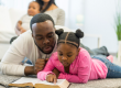 Como ajudar seus filhos a lerem a Bíblia